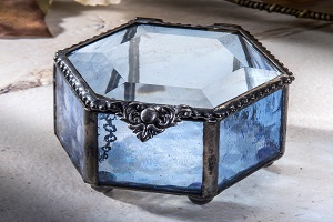 Image for Top Reasons to Buy Jewelry Boxes Online with ID of: 4870962